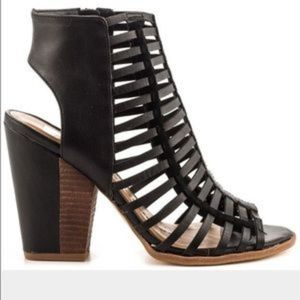 Solve Vita Caged heels
